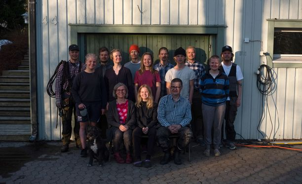Erkki Hurtig puolisoineen sai 40-vuotishääpäivälahjaksi katraansa kokoon. Viikonloppu sujui talkootöiden ja yhdessäolon merkeissä.