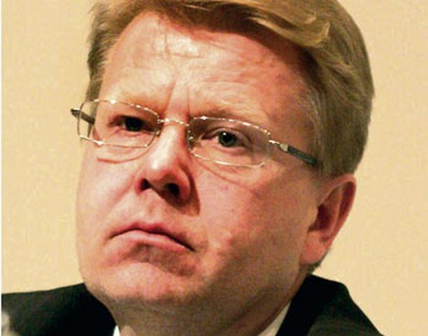 Puolustusministeri Jyri Häkämiehen on valvottava, että suomalaisen rauhanturvaajan kaatuminen selvitetään perusteellisesti.