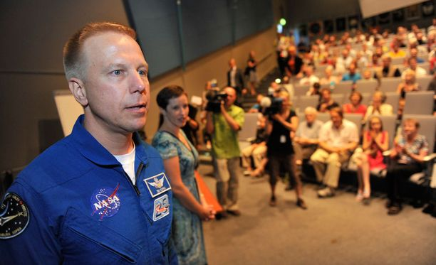 Sukujuuriltaan suomalainen astronautti Timothy Kopra vieraili itse perheineen Heurekassa vuonna 2010. Idea nyt pidetyn tapahtuman järjestämiseen tuli häneltä itseltään.