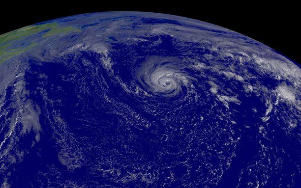 Hurrikaani Epsilon tuo sateita Etelä-Ruotsin kautta Suomeen. Kuvituskuva.