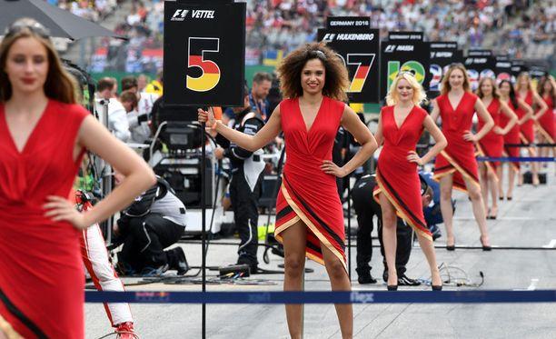 Osa F1-faneista haluaa eroon varikkotytöistä.