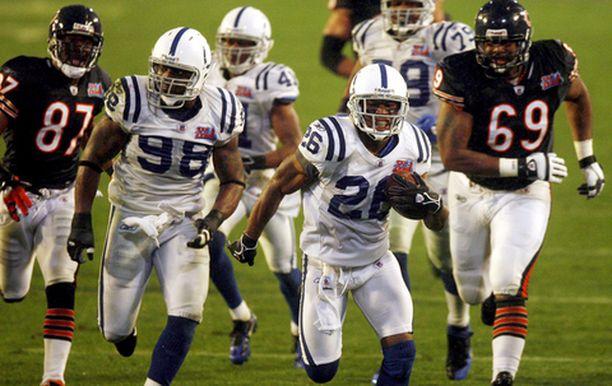 VIIMEINEN NIITTI Indianapolisin Kelvin Hayden (26) juoksi komean touchdownin viimeisellä neljänneksellä.