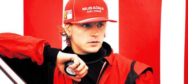 Jäämies poseerasi nuuskapurkin kanssa myös Jyväskylän MM-rallissa.