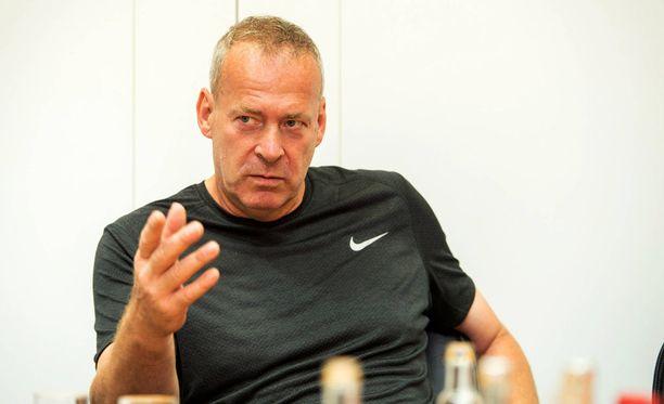 Vuonna 1962 DDR:ssä syntynyt Uwe Hohn voitti urallaan EM-kultaa 1982. Hän on heittänyt ainoana ihmisenä maailmassa keihästä yli sata metriä.