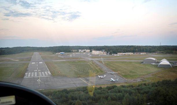 Malmin lentokenttä sijaitsee noin kymmenen kilometrin päässä Helsingin keskustasta.
