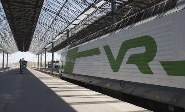 VR:n junat seisovat Helsingissä. Kuvituskuva.