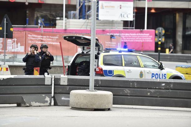 Suomessakin poliisi on lisännyt partiointia Ruotsin iskun vuoksi.