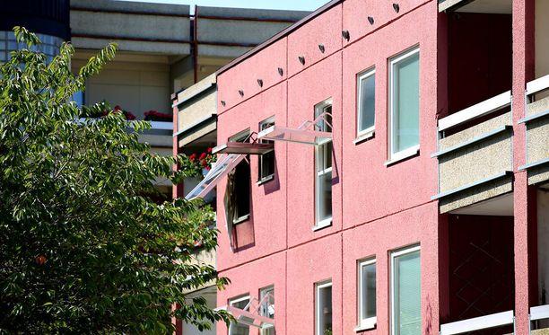 Asunto kärsi pahoista savuvaurioista ja yksi huone tuhoutui täysin.