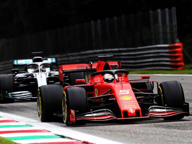 Sebastian Vettelin taistelu kärkisijoista kesti Monzassa vain viiden kierroksen verran.