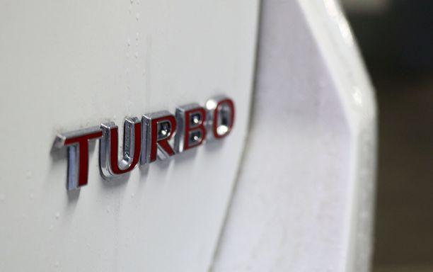 Turbo-teksti punaisena on vain 200-hevosvoimaisessa versiossa.