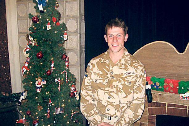 Andy Powell säästää lahjapakettien avaamisen joulupäivään kuten kotona Britanniassakin.