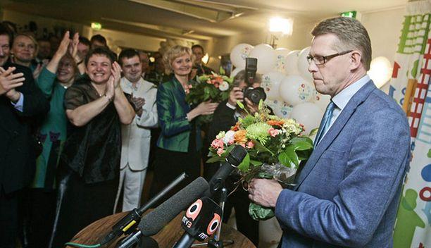 ASEMA HEIKKENEE Pääministeri Matti Vanhaseen kohdistuu yhä kovempaa kritiikkiä.