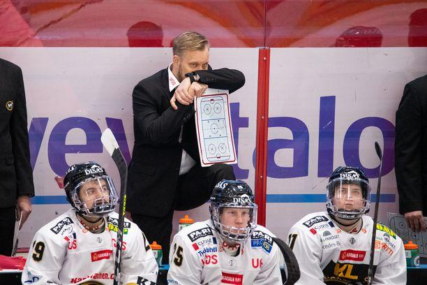Mikko Mannerilla ei ollut Porissa viime lauantaina Kärppien vaihtopenkin takana isoja ilonaiheita.