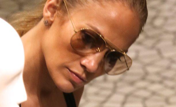 Pilottilasit ovat Jenniferin tavaramerkki.