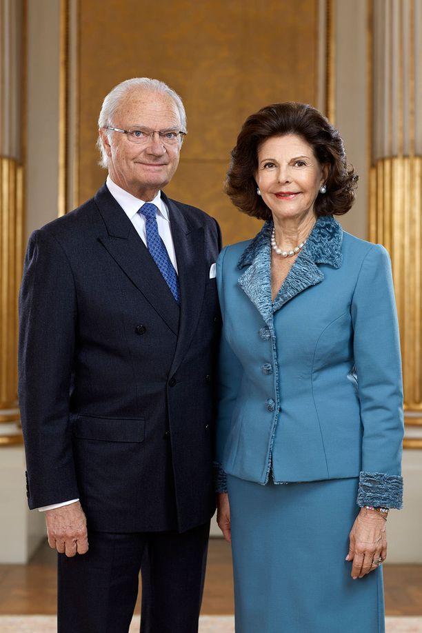 Kaarle Kustaalla ja Silvialla on nyt kuusi lastenlasta. Prinsessa Madeleine odottaa kolmatta lastansa, joten pian lastenlapsia on seitsemän.