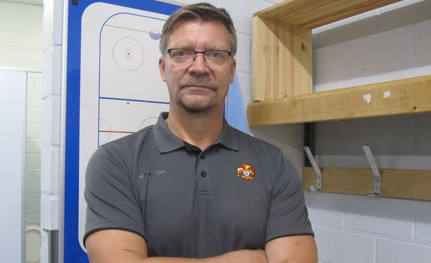 Jukka Jalonen on luotsannut Leijonat sekä miesten että nuorten maailmanmestariksi. Pari kautta SKA:n ruorissa eivät kannua poikineet, mutta KHL-kokemuksesta on hänelle hyötyä Jokereissa.