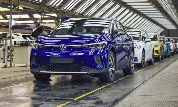 VW ID.4:n odotetaan nousevan Volkswagenin myydyimmäksi sähköautoksi ohi ID.3:n.