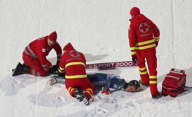 Nick Fairall loukkaantui vakavasti Bischofshofenin karsinnassa.
