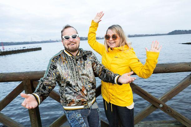 Sami Tabell ja Meira Tabell ovat asuneet Härmälänrannassa viisi vuotta. Nyt he haluavat vaihtaa Pyhäjärven rannat Tyynen valtameren maisemiin.