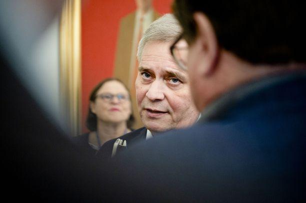 SDP:n puheenjohtaja Antti Rinne kehotti kansalaisia synnytystalkoisiin vuonna 2017.