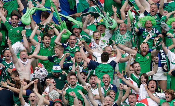 Irlannin kannattajat herättävät huomiota iloisella meiningillään.