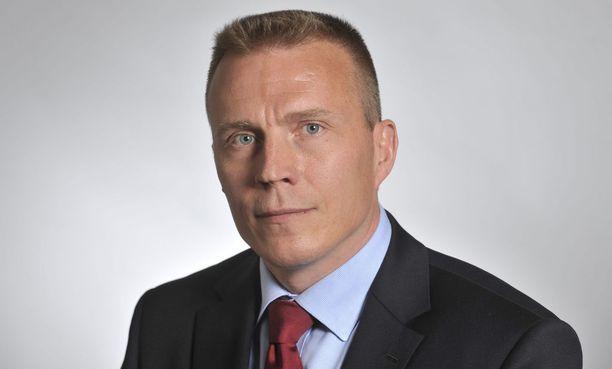 Kansanedustaja Jukka Kopra toivoo, että Kela korjaa ongelmat pian.