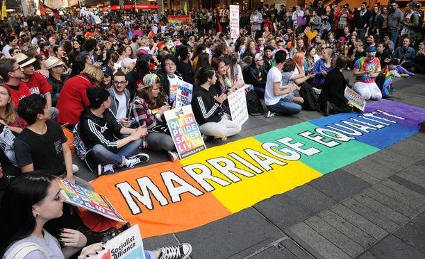 Australiassa esitys tasa-arvoista avioliittolakia koskevasta kansanäänestyksestä kaatui maan parlamentin ylähuonessa.