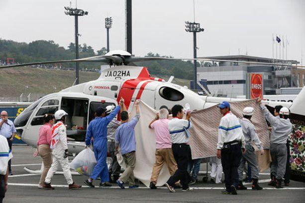 Lääkintähelikopteri kiidätti Alex De Angelisin sairaalaan.