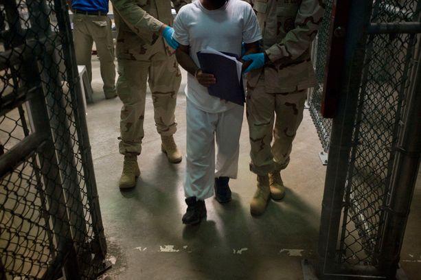 Guantanamo Bayssa pidetään yhä toistasataa USA:n ja CIA:n pidättämää terroristiepäiltyä. Kuva vuodelta 2010.