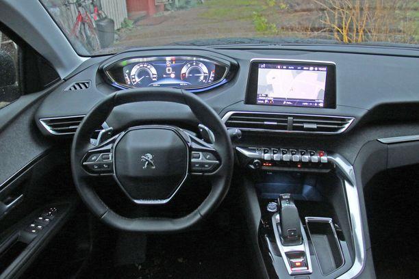Peugeotin i-cockpit -ohjaamossa mittaristoa katsotaan ratin yli.