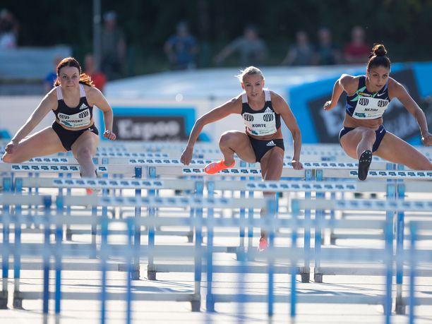 Suomen yleisurheilun eliittiä edustavat tällä hetkellä pika-aiturit, joissa kisa on erittäin kova. Kuvassa olevat Reetta Hurske (vas.), Annimari Korte (kesk) ja Nooralotta Neziri ovat kaikki alitaneet reippaasti 13 sekuntia.
