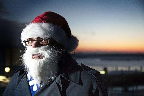 Soini pisti tonttulakin päähänsä joulun alla 2010.