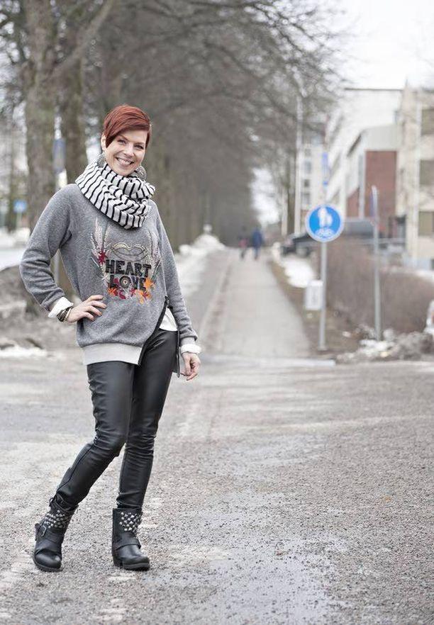 2015. Oma laulunopettaja rohkaisi Heidi Kyröä perustamaan oman laulustudion.