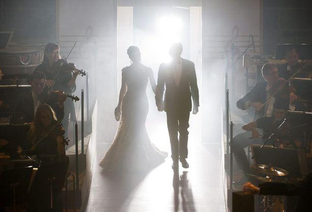 Victoria ja Daniel astelivat lavalle perjantai-illan gaalassa Tukholman konserttitalolla.