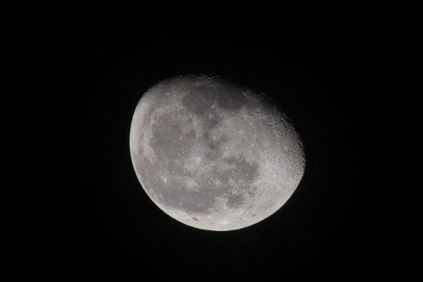 Kuu kuvattuna Meksikon pääkaupunki Mexico Citystä käsin 6. lokakuuta.