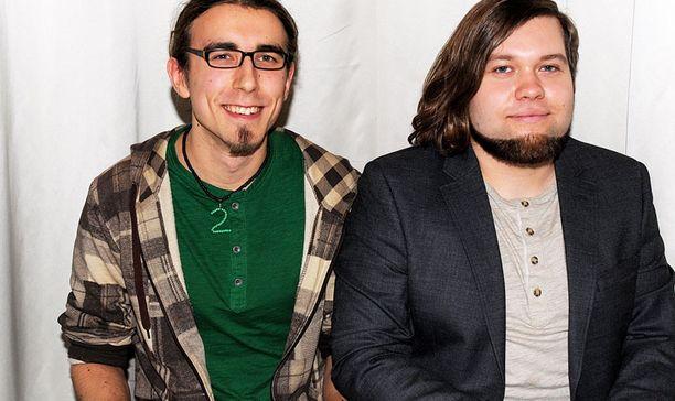 Pessi ja Mikko edustavat persoonallista Kirahvi nimeltä Tuike –yhtyettä.