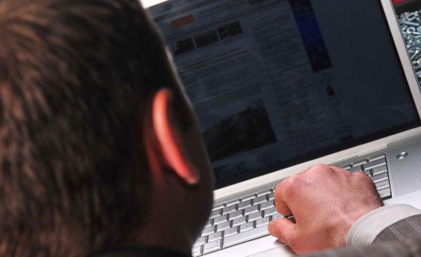Joidenkin tietojen mukaan poliisin rekisterissä olisi lähes 200 000 henkilön tietoja.