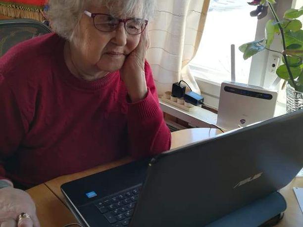 Kämäräinen sai ensimmäisen tietokoneensa 83-vuotiaana.