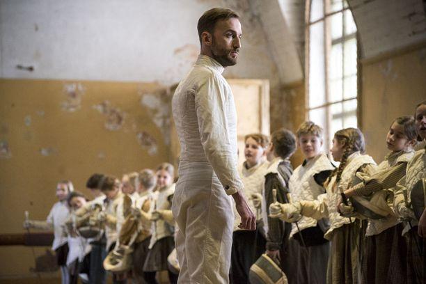 Virolaisnäyttelijä Märt Avandi opetteli miekkailemaan elokuvaroolia varten.