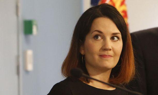 Tuore ympäristöministeri Sanni Grahn-Laasonen (kok).
