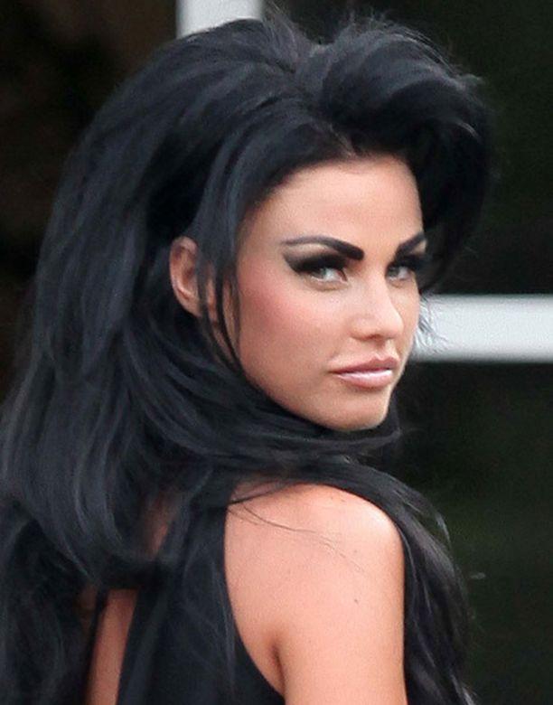 Jordan asteli haastatteluun botox-hoitojensa jälkeen.