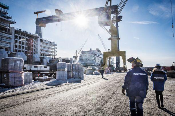 Tuoreen selvityksen perusteella vientiteollisuuden yrityksillä on suurempi vaikutus Suomen kansantalouteen kuin aiemmin on arvioitu.