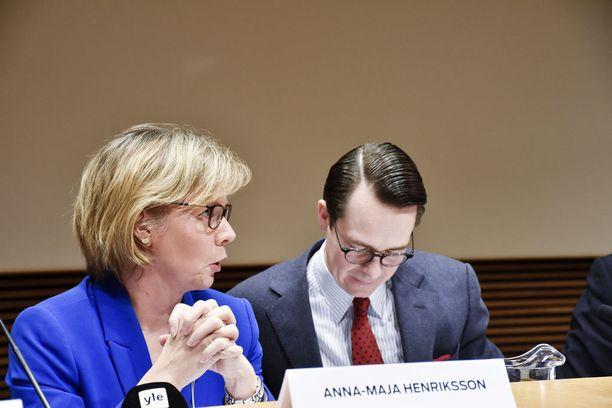 Anna-Maja Henriksson vetoaa mielenterveysongelmien laajuuteen sekä paremman hoidon välttämättömyyteen. Kuvituskuva.