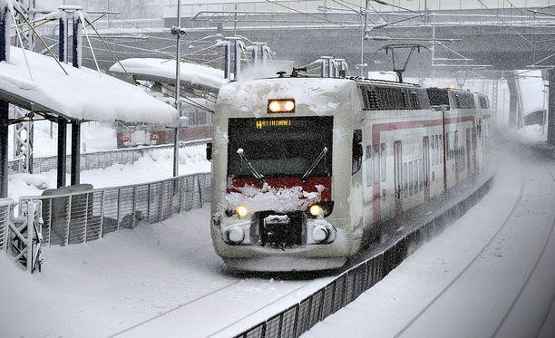 VR peruu lumentulon takia torstailta joka toisen lähijunan Leppävaaran ja Keravan liikenteestä.