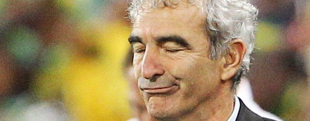 Raymond Domenech otti MM-kisoissa yhteen Nicolas Anelkan kanssa. Lopulta pelaajat menivät harjoituslakkoon vastustaessaan Domenechia.