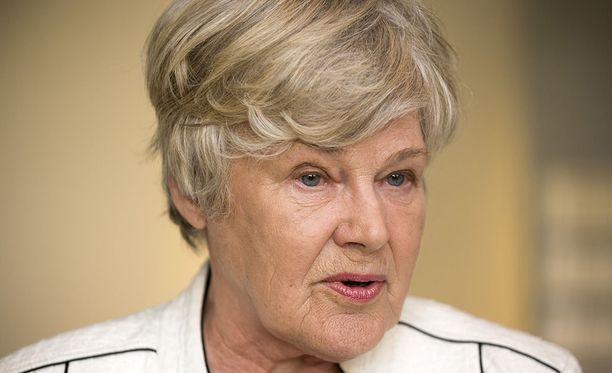 Elisabeth Rehnin mukaan nykymuotoinen siviilipalvelus on tiensä päässä.