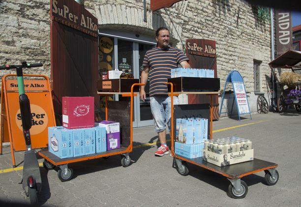 Petri Palokangas käy pari kertaa vuodessa Virossa juomaostoksilla. Hinnalla ei ole niin suurta merkitystä.