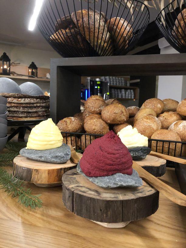 Levitteitä ja leipää.