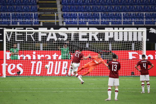 Zlatan käynnisti Milanin maalijuhlat rankkarista.