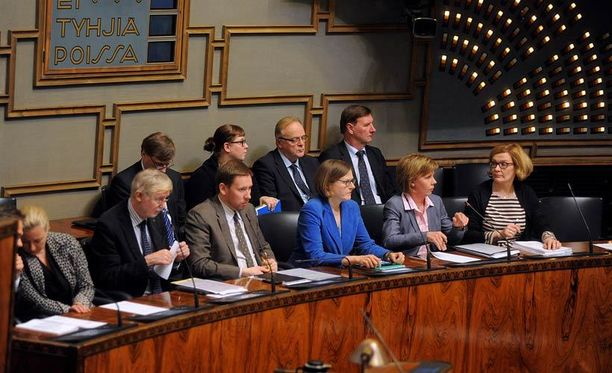 Pinnan alla kuhisee? Eero Heinäluoma (sd) ennakoi kuntavaalien lisäävän hallituksen sisäistä jännitettä.